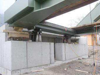 Stahlkonstruktion mit Endquerträger und Kämpfer Montage