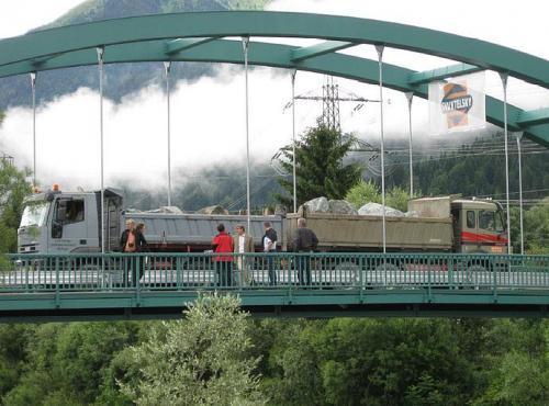 Gailbrücke Gundersheim - Belastungsprobe mit 2 x 50 To LKW Verkerhslast (L= 50m)