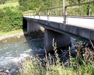 Statische Nachrechnung der Möllbrücke bei Mörtschach ( L= 36 m) für die Überfahrt eines 50 Tonnen Raupenfahrzeug ( L= 97 m)
