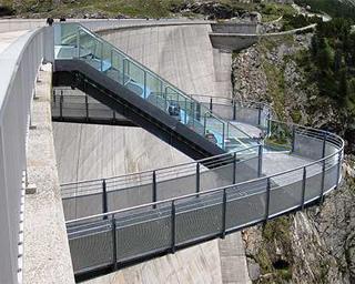 Statische Überprüfung des Skywalk an der Kölnbreinsperre. Foto: Skywalk: Ansicht von Süd.