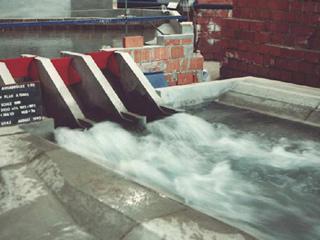 Untersuchung im H. Grengg Laboratorium am Modell des Draukraftwerkes Annabrücke