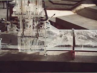 Untersuchung im H. Grengg Laboratorium am Modell des Grundablasses der Sperre Dobra (Kamp)