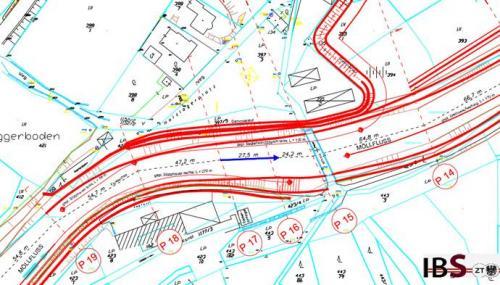 Lageplan der Schutzmaßnahmen mit Mauern rechtsseitig und Erdschüttdämmen linksufrig